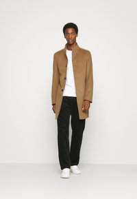 Tommy Hilfiger Tailored - SOLID STAND UP COLLAR COAT - Classic coat - brown - 1