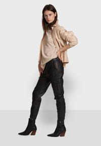 Oakwood - CARGO - Leather trousers - black - 5