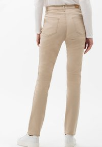 BRAX - STYLE MARY - Jeans slim fit - sand - 2