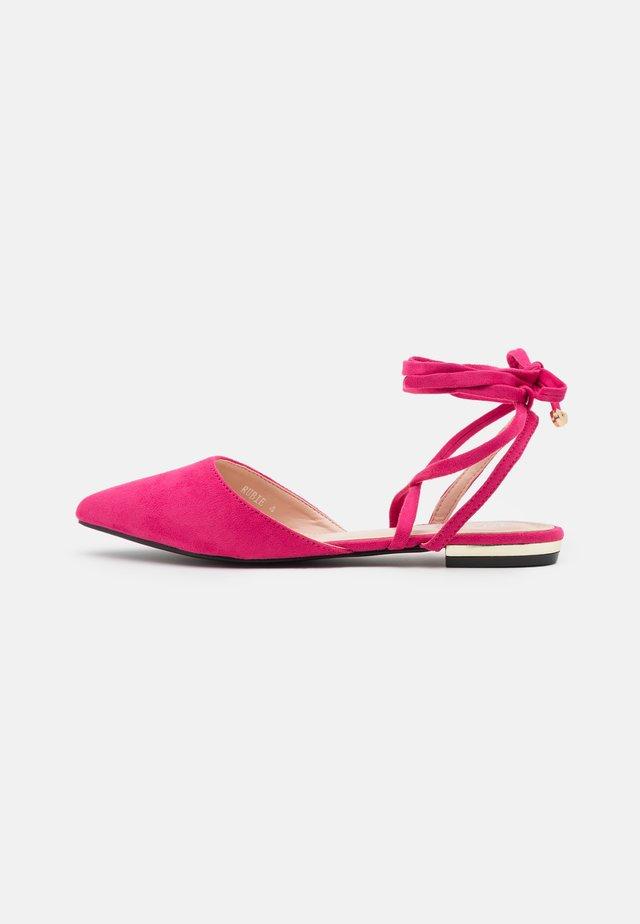 RUBIE - Baleríny s páskem - pink