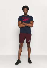 Reebok - GRAPHIC SHORT - Sports shorts - maroon - 1