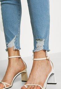 Good American - GOOD LEGS - Jeans Skinny Fit - blue - 4