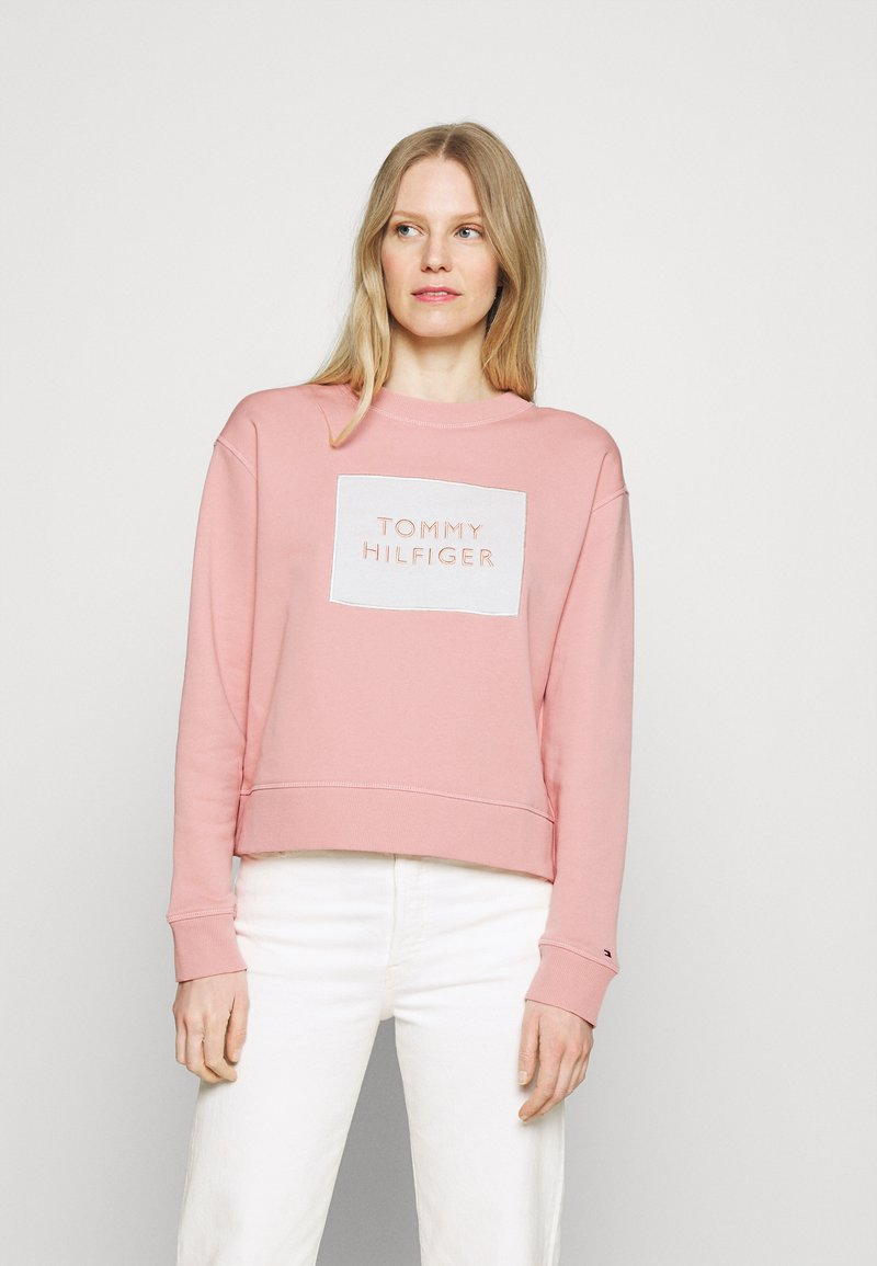 Tommy Hilfiger - RELAXED BOX  - Sweatshirt - soothing pink