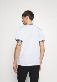 Bellfield - TIPPED CREW NECK TEE - Basic T-shirt - white - 2