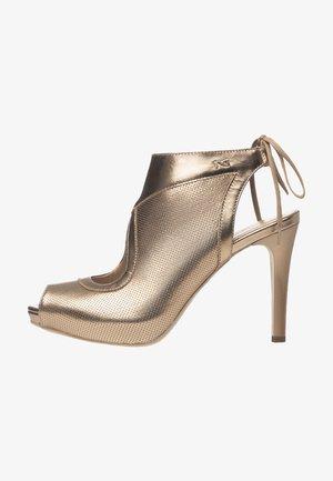 Lodičky sotevřenou špičkou - sandalo