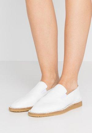 BASIL - Półbuty wsuwane - white