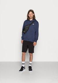 Nike Sportswear - CLUB HOODIE - Luvtröja - midnight navy/white - 1