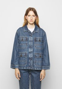 CLOSED - DEAR - Giacca di jeans - mid blue wash - 0