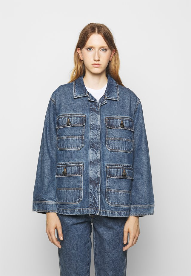DEAR - Giacca di jeans - mid blue wash