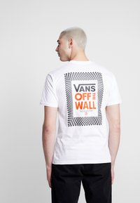 Vans - CHECKERBOARD ROOM - Print T-shirt - white - 0