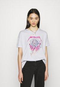 ONLY - ONLMETALLICA LIFE BOX - Print T-shirt - halogen blue/candle - 0