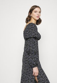 Missguided - SQUARE NECK MIDI DRESS FLORAL - Day dress - black - 3