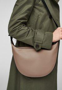 s.Oliver - TAS - Bum bag - beige - 2