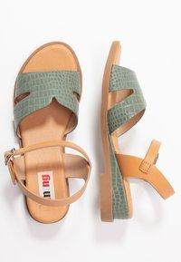 mtng - JAMIRA - Sandalen met sleehak - drile verde/sand/sea natural - 3