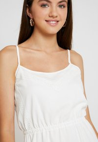 Missguided - BRODERIE ANGLAISE CAMI MIDI DRESS - Denní šaty - white - 4