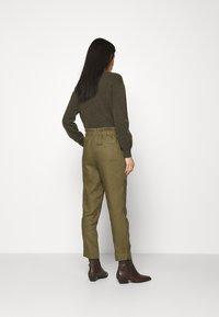Noa Noa - ESSENTIAL - Trousers - burnt olive - 2