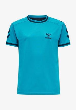 HMLACTION POLY JERSEY S/S KIDS - T-shirt print - atomic blue/black iris