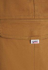 Tommy Jeans - JOGGER - Cargobyxor - desert khaki - 6