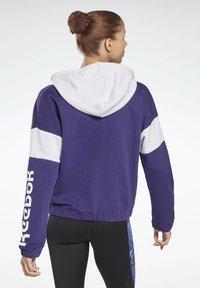Reebok - LINEAR LOGO FRENCH TERRY ZIP UP HOODIE - Zip-up hoodie - purple - 2