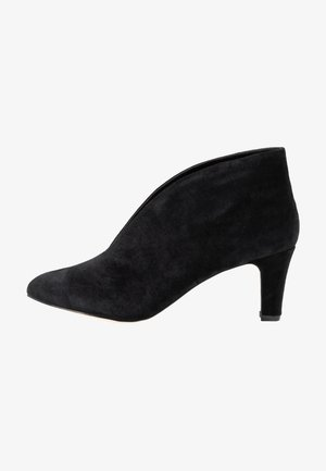 LEATHER ANKLE BOOTS - Botines bajos - black