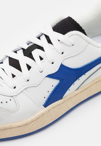 Diadora - MI BASKET ICONA UNISEX - Zapatillas - white/amparo blue/orangeade - 5
