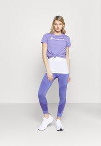 Champion - CREWNECK - T-shirts med print - purple - 1