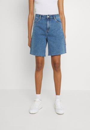 MEJA - Jeans Short / cowboy shorts - retro sky blue
