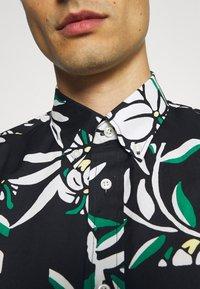 Tommy Hilfiger - PATCHWORK FLORAL PRINT - Skjorta - black/ivory/multi - 6