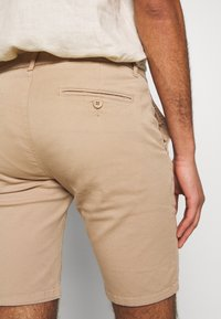 Bruuns Bazaar - DENNIS POUL - Shorts - beige - 5