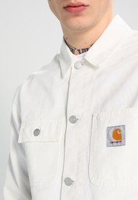 Carhartt WIP - MICHIGAN CHORE NEWCOMB - Summer jacket - off-white - 3