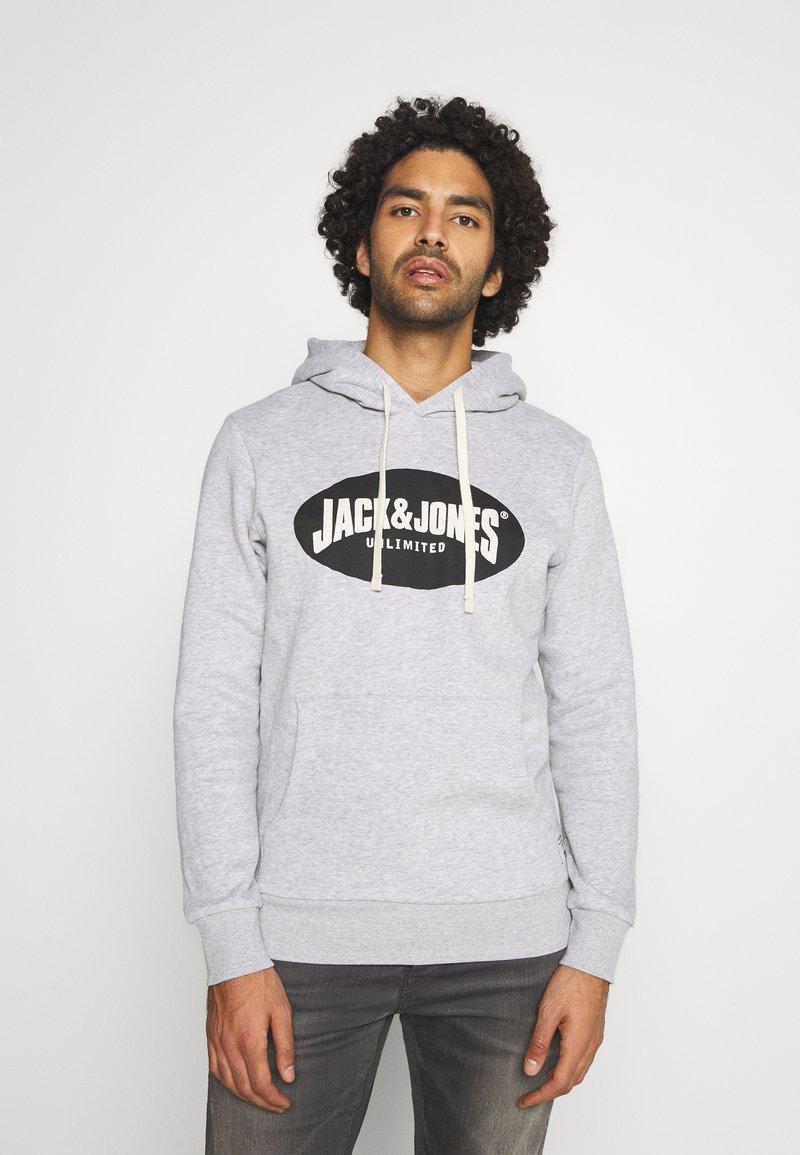 Jack & Jones - JOR30HISTORY HOOD - Hoodie - light grey melange/black