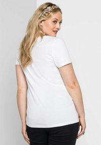 Sheego - Print T-shirt - weiß - 1