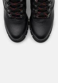 Buffalo - MILES - Kotníková obuv na vysokém podpatku - black - 5