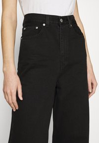 Levi's® - HIGH LOOSE - Jean flare - black denim - 3