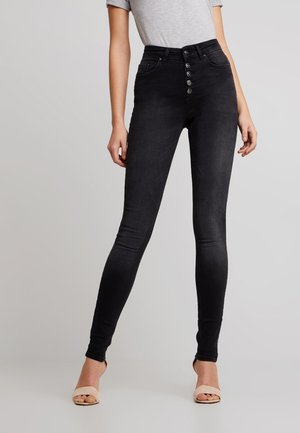ONLBLUSH BUTTON - Vaqueros pitillo - black denim