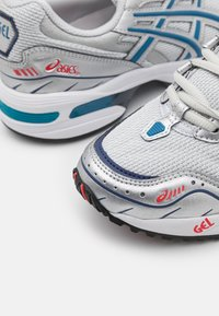 ASICS SportStyle - GEL-1090 UNISEX - Sneakers basse - glacier grey/pure silver - 5