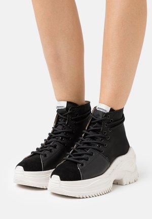 CHAINY - Sneakers hoog - black