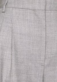 DESIGNERS REMIX - DALLAS PLEAT PANT - Trousers - light grey melange - 2