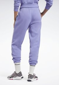 Reebok - MODERN SAFARI PANTS - Tracksuit bottoms - purple - 2