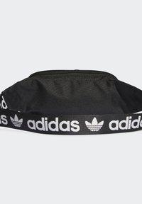 adidas Originals - ADICOLOR WAISTBAND UNISEX - Rumpetaske - black/white - 1