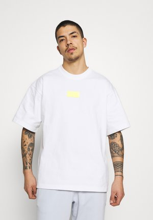 SILICON - Camiseta estampada - white/solar yellow