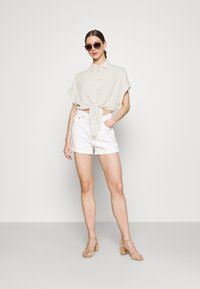 YAS - YASVIRO TIE SHIRT - Button-down blouse - eggnog - 1