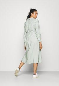 Forever New Curve - SEPS SHIRT DRESS - Košilové šaty - soft sage - 2