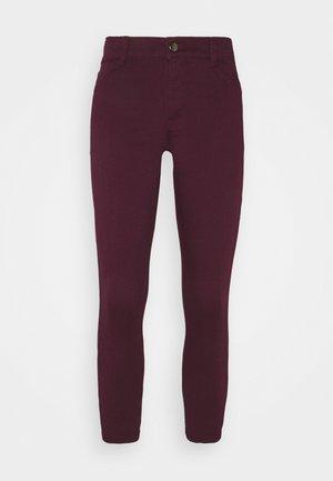 PETITES FRANKIE - Jeans Skinny Fit - purple