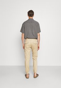 TOM TAILOR DENIM - JOGGER - Cargo trousers - beach sand - 2