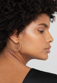 Julie Sandlau - TWISTED HOOP - Earrings - gold-coloured - 1