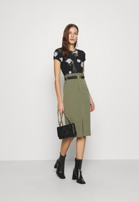 Ted Baker - OLIEE - Print T-shirt - black - 1