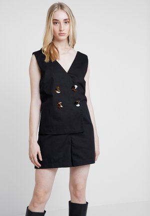 PLAYSUIT WITH WRAP BUTTON DETAIL - Mono - black