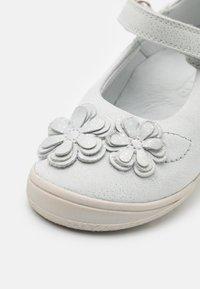 Froddo - ANA - Ankle strap ballet pumps - white - 5