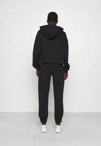 Stieglitz - Teplákové kalhoty - black - 3